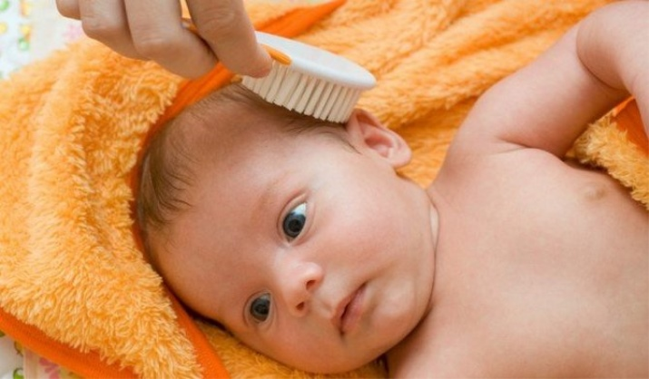 расчесывание новорожденного